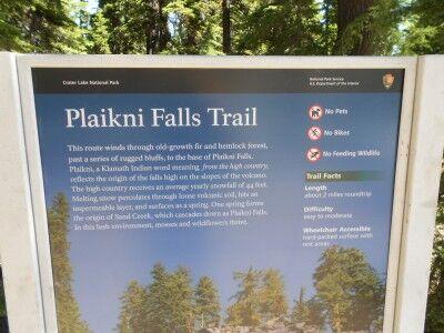 sign at the trailhead of Plaikni Falls trail