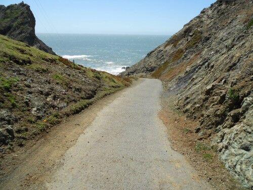 point bonita lighthouse trail path