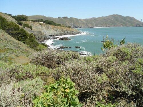 point bonita lighthouse trail scenery